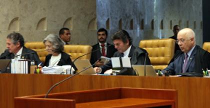 Foto de POR UNANIMIDADE. Liminar de Teori confirmada e Cunha está fora da Presidência e da própria Câmara