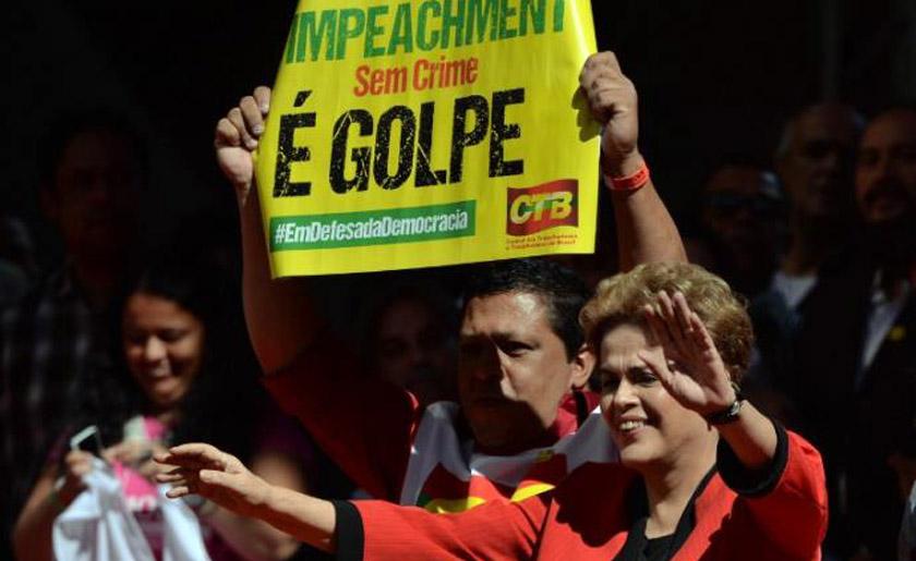 Foto de POLÍTICA. No Dia do Trabalho, Dilma vai a passeata e anuncia reajuste do Bolsa Família e na tabela do IR