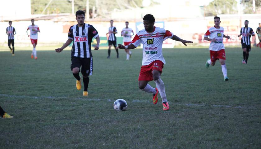 Foto de ESPORTE. Riograndense na Terceirona. Inter sofre, mas vence Santa Cruz e sobrevive na Segundona
