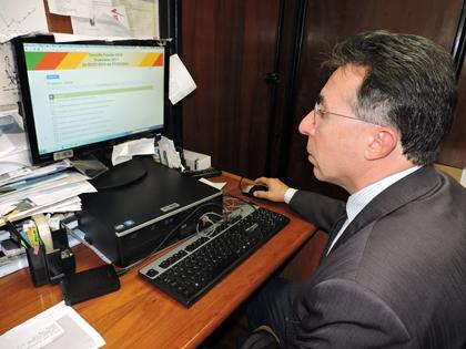 Foto de CIDADANIA. Na consulta popular, Valdeci apoia saúde