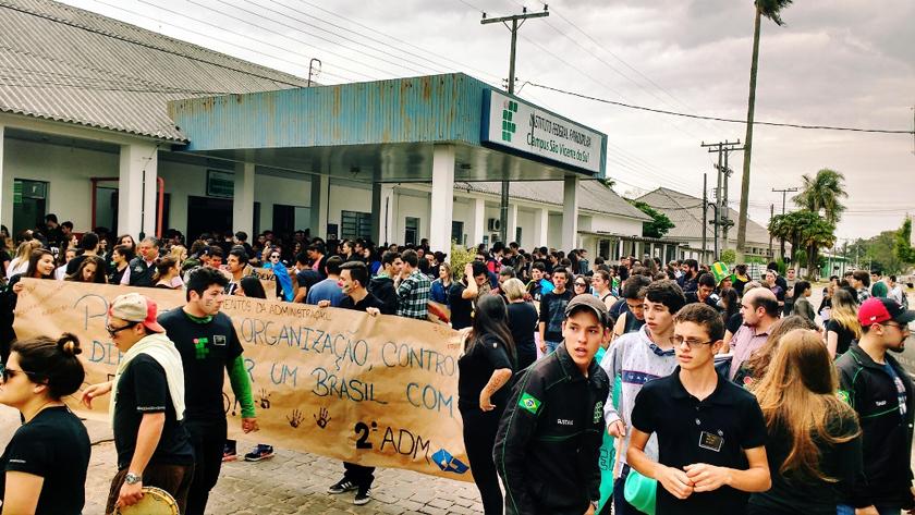 Foto de SÃO VICENTE. Ocupação do IFF completa 10 dias e estudantes planejam ações noutras cidades também