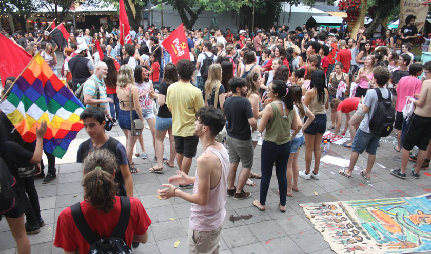 Foto de CIDADE. PEC 55 aprovada, protesto no centro de SM