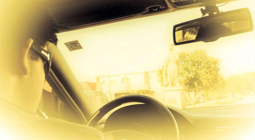 Foto de No táxi (Parte I) – por Alice Elaine Teixeira de Oliveira