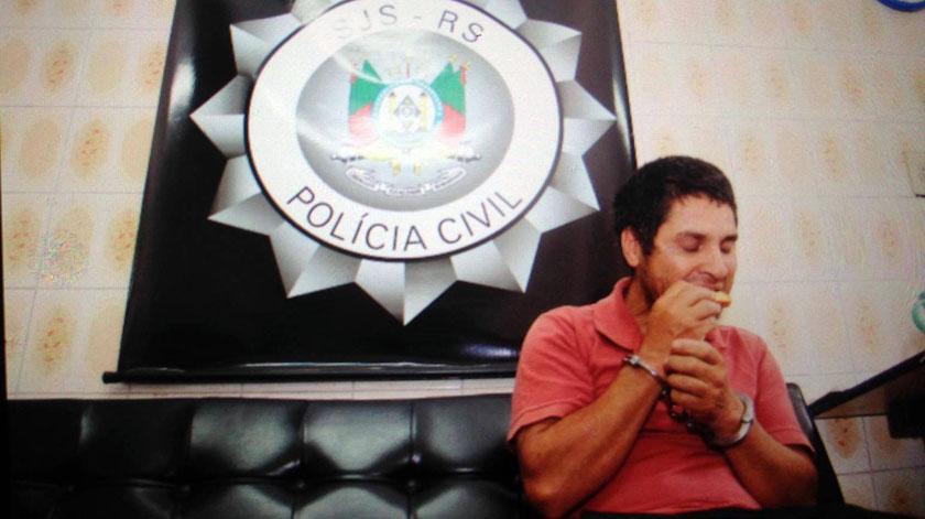 Foto de SEGURANÇA. Ariosto da Rosa é preso no interior da 4ª Colônia e tocam os sinos da igreja de Pinhal Grande