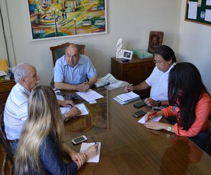 Foto de CIDADE. Iluminação pública, Pátio Rural e Tertúlia, temas para o prefeito Farret, em entrevista coletiva