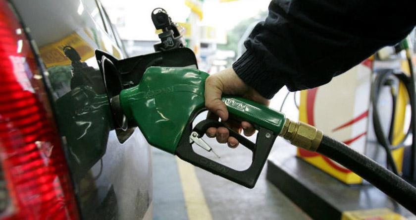 Foto de FLASH. Tribunal derruba liminar e volta a valer aumento de Temer para o imposto do combustível