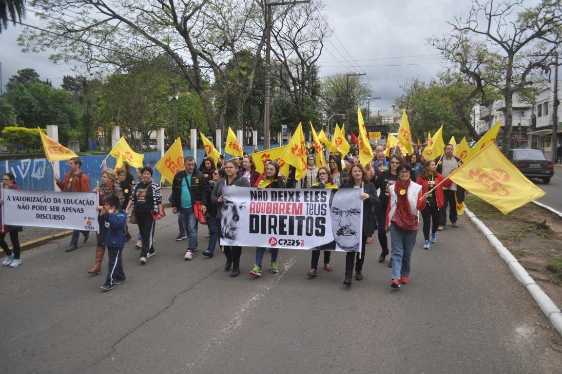 """Foto de ESTADO. Greve dos policiais civis termina. Já a greve dos educadores, """"terminou"""" apenas para o governo"""