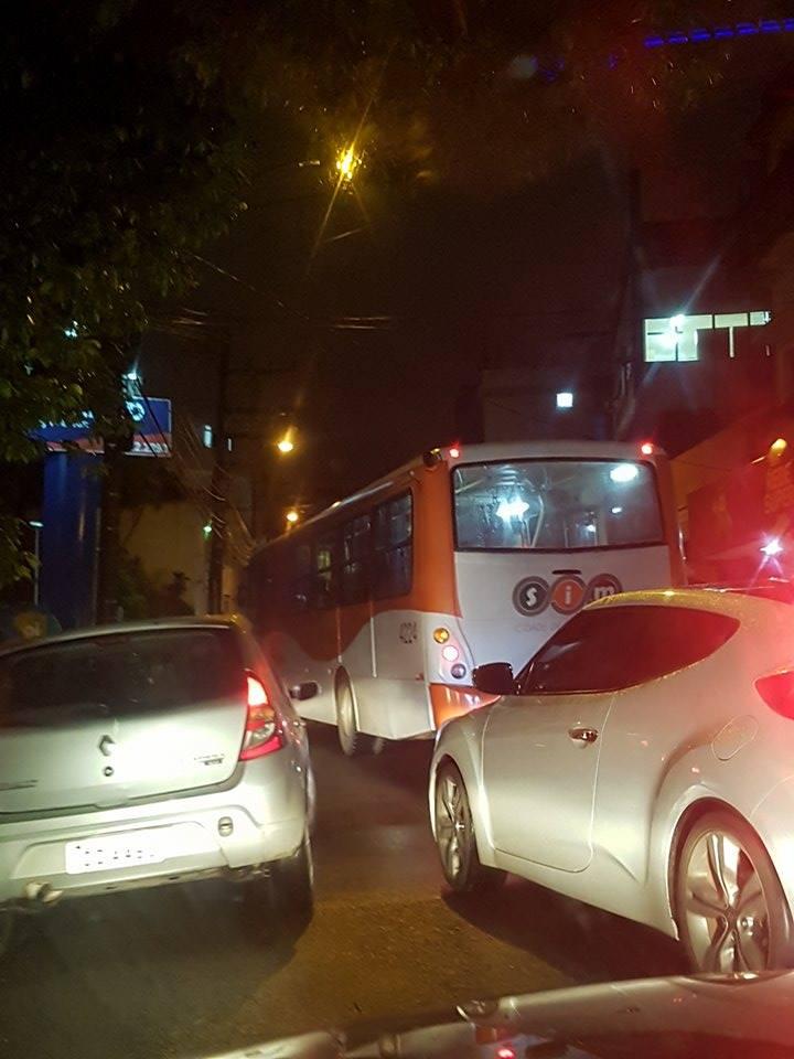 Foto de TRÂNSITO. Leitora do site registra barbeiragem de ônibus urbano no Centro de Santa Maria