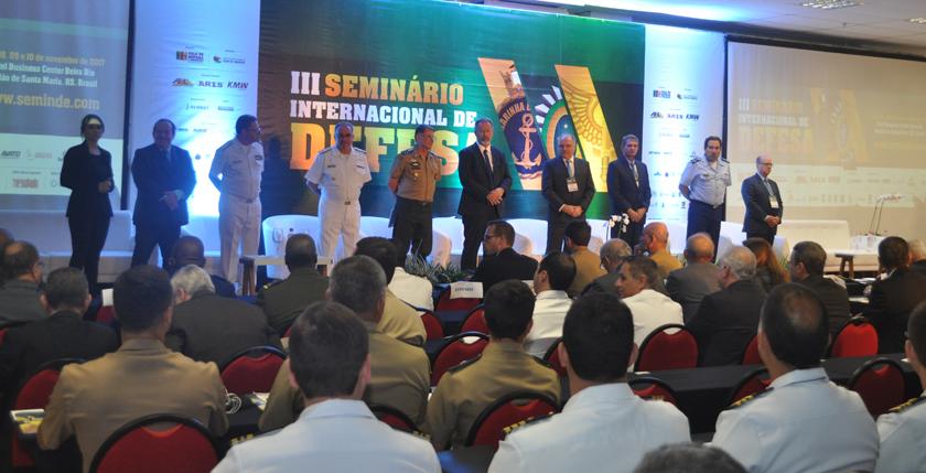 Foto de SEMINDE. Ministro da Defesa anuncia, no Recanto Maestro, a retomada do Programa Espacial Brasileiro