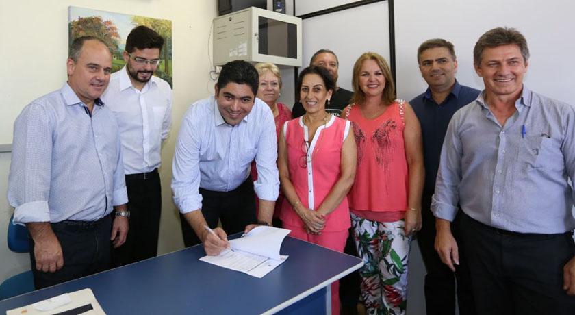 Foto de ESTADO. Dada a ordem para iniciar reforma em escolas: Bilac, Marieta, Celina de Morais e Cícero
