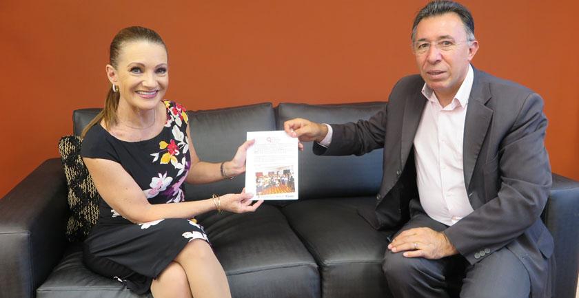 "Foto de EVENTO. Valdeci entrega o ""Prêmio Mulheres de Luta"""
