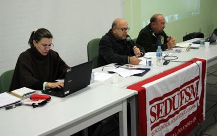 Foto de UFSM. Sindicato docente faz assembleia amanhã. Na pauta, calendário de lutas para 2018, ações judiciais…