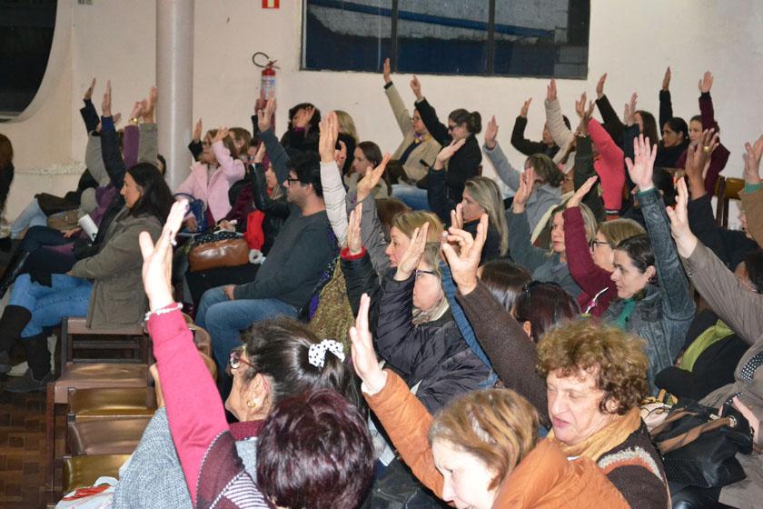 Foto de FLASH. Professores municipais decidem parar dia 12