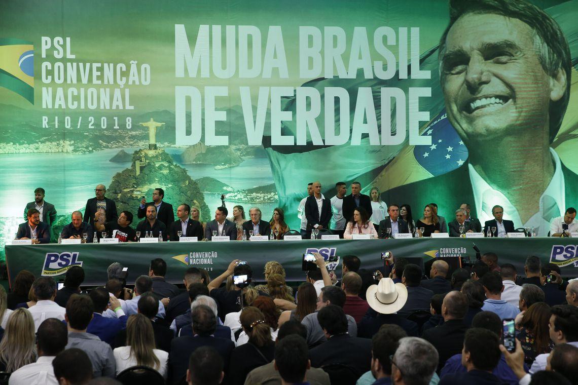 Foto de ELEIÇÕES 2018. PSL oficializa Jair Bolsonaro como candidato à Presidência. Vice está indefinido