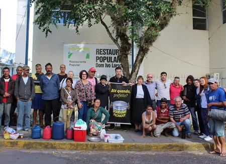 Foto de CIDADANIA. 'Mil dias sem o Restaurante Popular', na manifestação da Ir. Lourdes Dill, do projeto Esperança