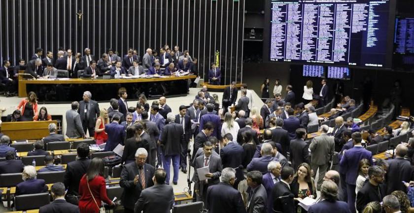 Foto de FINANÇAS. Deputados federais podem votar projeto que altera o recolhimento do Imposto sobre Serviços