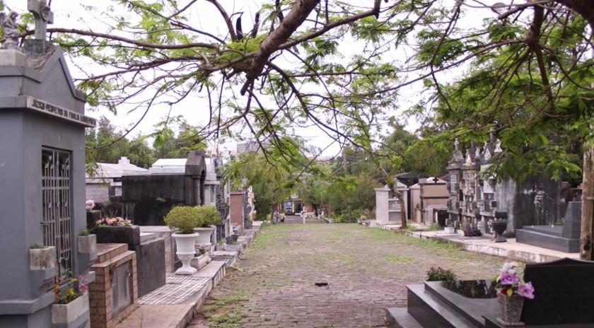 Foto de FERIADO. Finados amplia linhas e muda itinerário de ônibus urbanos. Prefeitura faz mutirão nos cemitérios