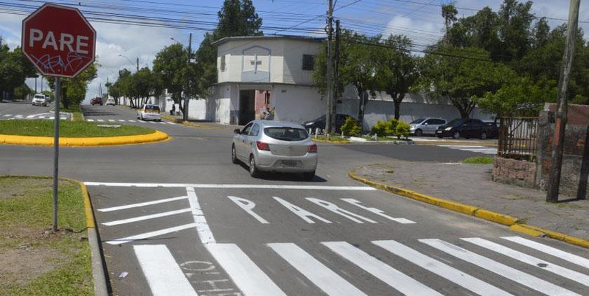 LUNETA ELETRÔNICA. Servidores, a sinalização de rotatória, 'Aliança pelo Brasil', economia solidária, arte - luneta-prefeitura-rótula-asfalto