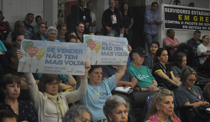 TRABALHO. Bancários ganham o apoio de vereadores de SM contra PEC que facilita privatização do Banrisul - maiquel-bancários