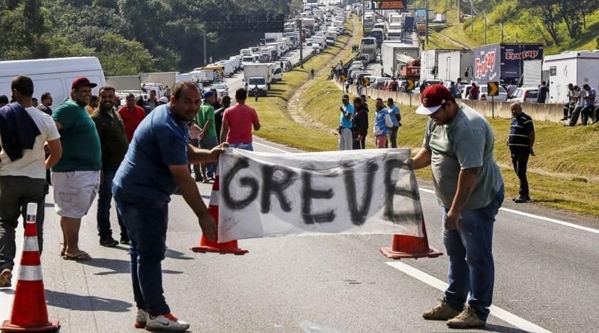 Foto de TRANSPORTE. Caminhoneiros prometem greve, mas há rachaduras no movimento que iniciaria na segunda