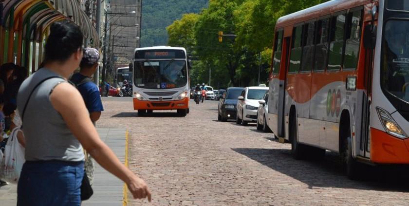 Foto de TRANSPORTE. Regras especiais para táxi e ônibus urbano de amanhã até segunda. Confira como será!