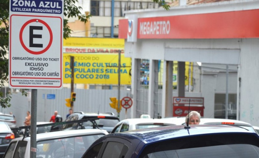 Foto de CIDADE. Prefeito veta projeto que amplia a validade das credenciais dos idosos para estacionamento pago