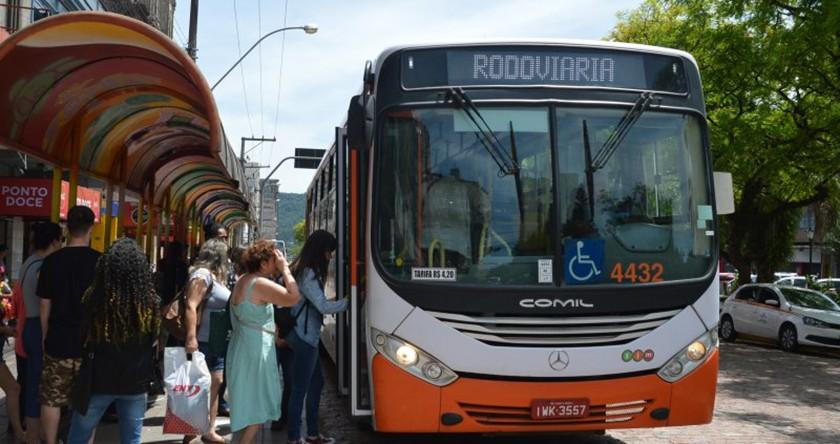Foto de CIDADE. A partir desta quarta-feira, mais ônibus em circulação. Número de horários será acrescido em 15%