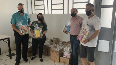 Foto de CIDADE. Campanha promovida pela Royal Plaza Shopping entrega kits escolares ao Lar de Joaquina