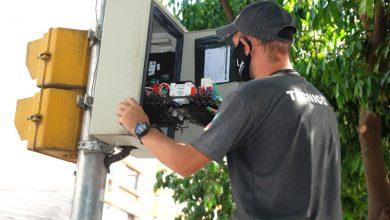 Foto de TRÂNSITO. Prefeitura inicia instalação de novos módulos em semáforos para sincronizar onda verde